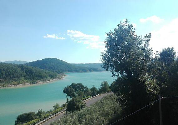 La Terrazza Sul Lago Caprese Michelangelo